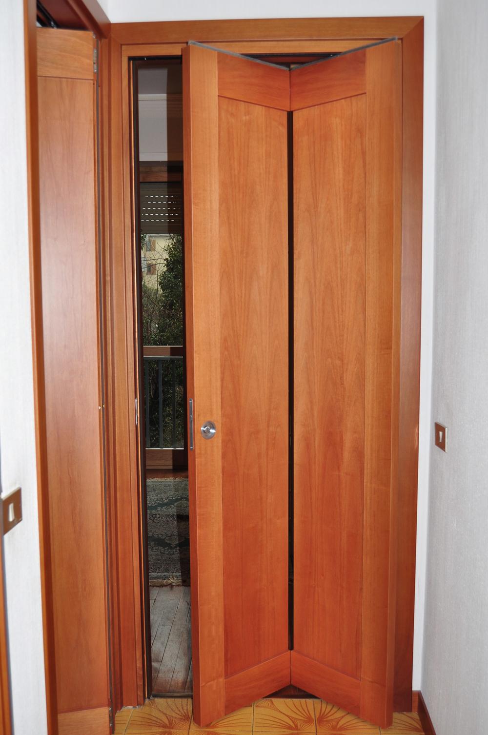Porte interne roncoroni legno for Porta a libro noce