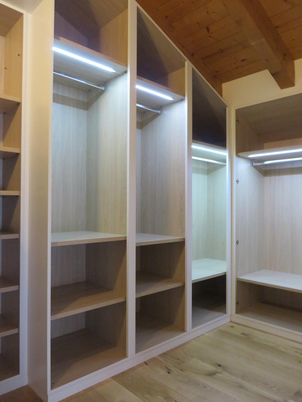 Arredamento su misura roncoroni legno - Cabina armadio con bagno ...