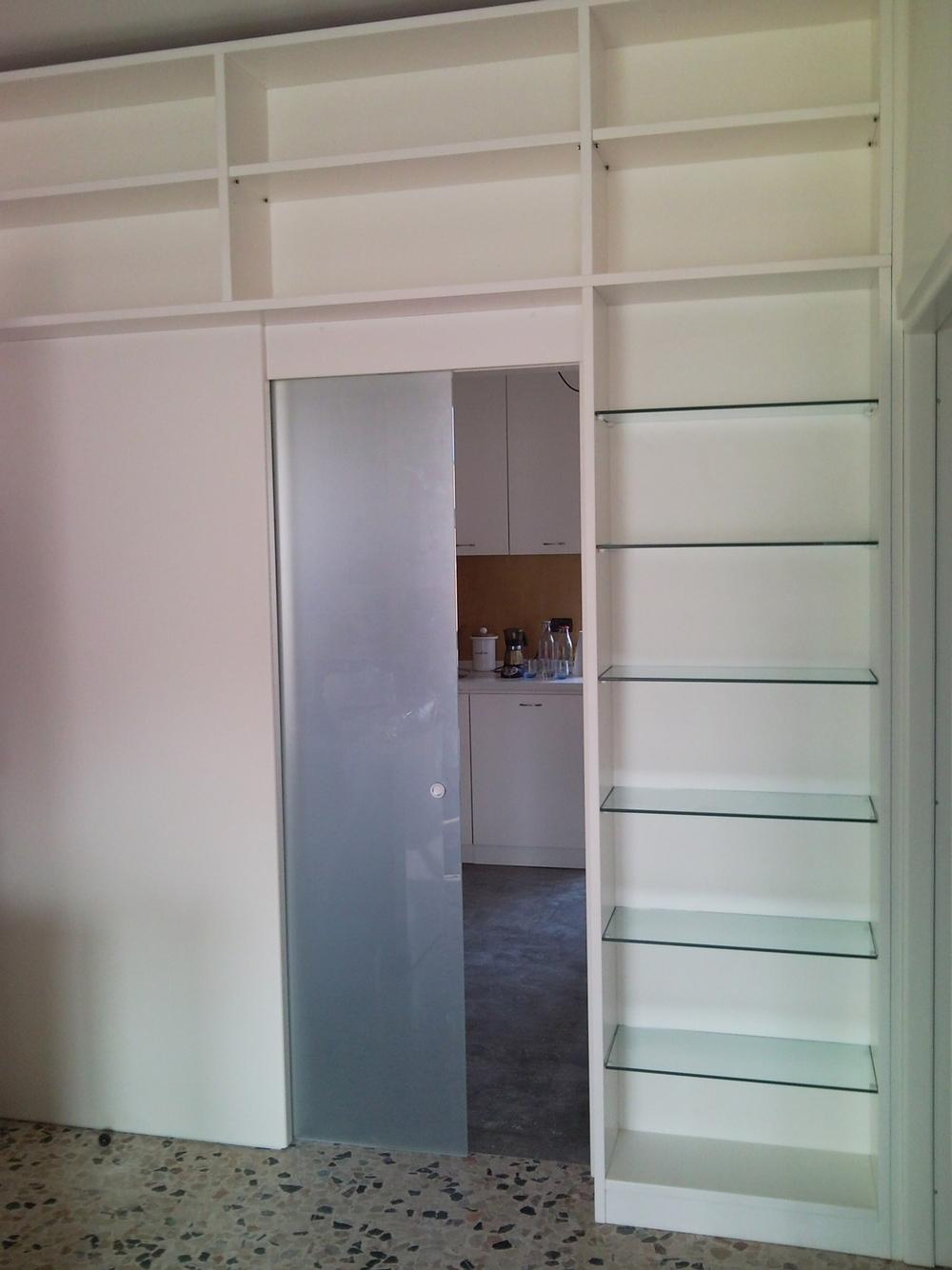Arredamento su misura roncoroni legno - Libreria con porta ...